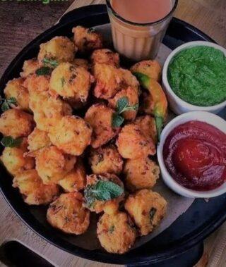 Chai Pakodi 🤪🤪 Yummy.. #eveningsnacks #chaiofinstagram #pakodi #indiansnacks #foodlovers #travelling #wordfoodtruck #enjoyeveningtime #snacks #tealoversofinstagram #chailovers